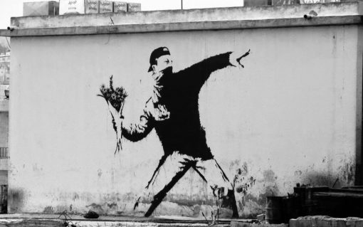 La segunda violencia. Banksy Flower Thrower