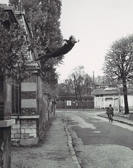 """🎞️ """"Salto al vacío (Icaro)"""" (1960) 👨🏻🎨 Yves #Klein. DÉDALOS, ÍCARO Y EL ARTE"""